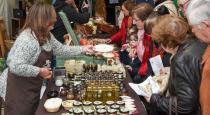 Expositores de Mercasetas ofrecen sus productos. Aquí tenemos a Elfos Gourmet